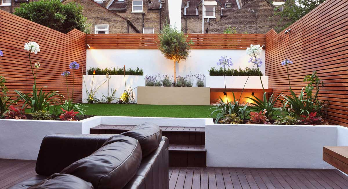 split level garden, recessed steps, garden decking, african lily, contemporary garden.