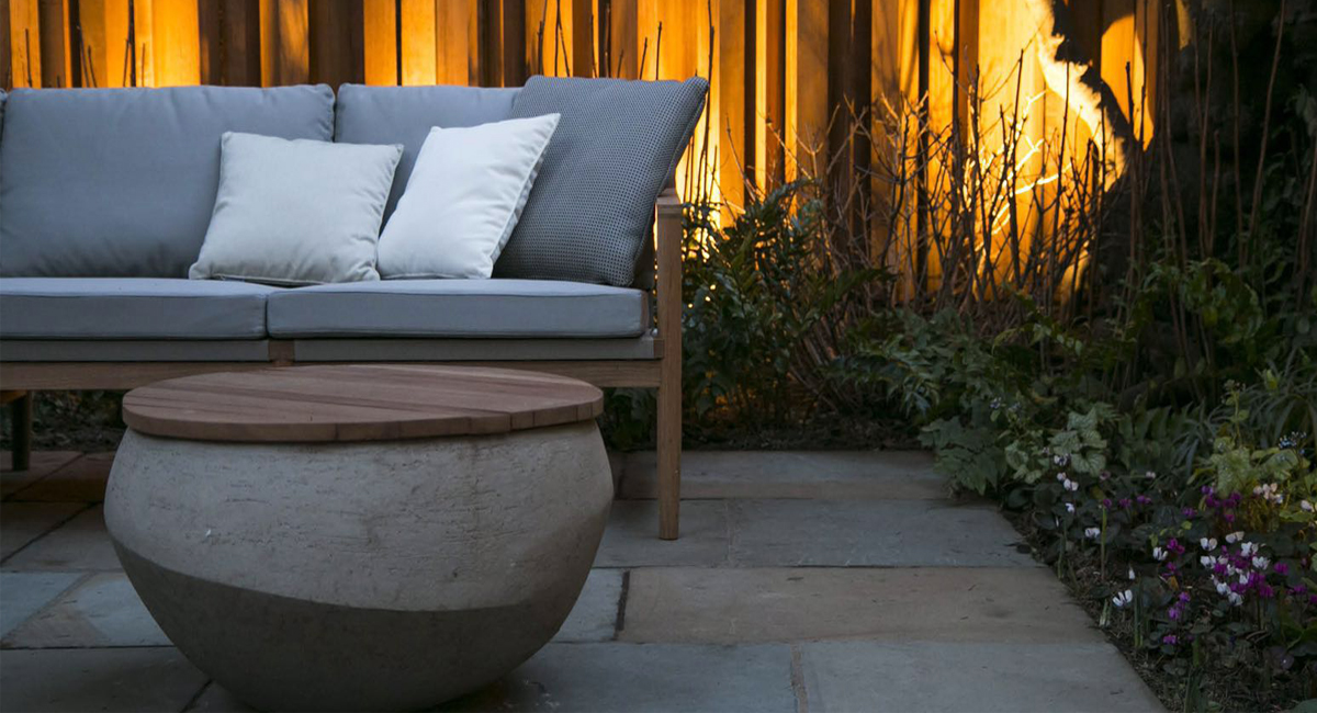 South Kensington,cedar post, light, yorkstone paving, bespoke fence,fire pots